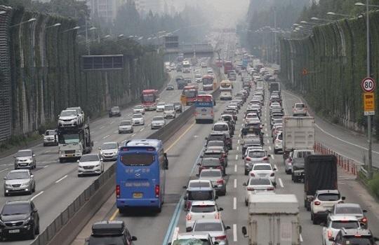 8월 첫 일요일인 6일 전국 고속도로 정체는 11시부터 시작될 전망이다.(자료사진)ⓒ연합뉴스