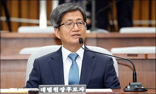 김명수 대법원장 후보자가 13일 국회에서 이틀째 열린 인사청문회에서 의원들의 질의에 답변하고 있다. ⓒ데일리안 박항구 기자