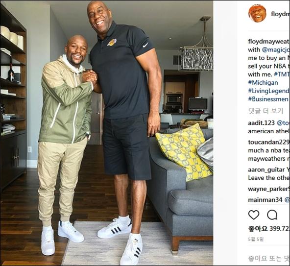 사진은 메이웨더와 NBA 농구 전설 매직 존슨. ⓒ메이웨더 인스타그램