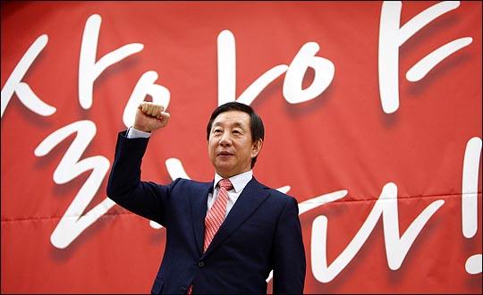 김성태 자유한국당 의원이 지난 5일 국회 의원회관에서 열린 원내대표 선거 출마선언 토크쇼에서 파이팅을 외치고 있다. ⓒ데일리안 박항구 기자