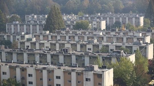 8·2 부동산 대책 발표 후 조합설립인가를 받았거나 앞둔 서울 재건축 아파트의 매매값과 시세가 크게 오른 것으로 나타났다. 사진은 강남권 재건축 아파트 모습.(자료사진) ⓒ연합뉴스
