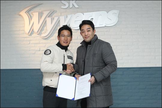 정의윤 FA 계약. ⓒ SK 와이번스