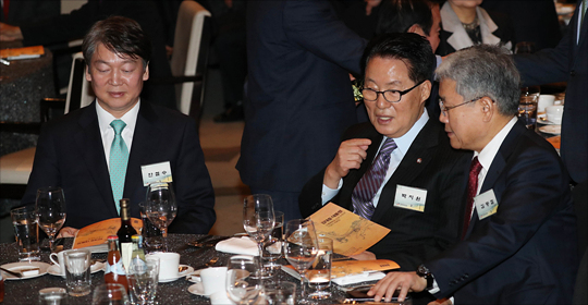 국민의당 박지원 전 대표와 김동철 원내대표가 7일 오후 서울 여의도 63컨벤션 그랜드볼룸에서 열린