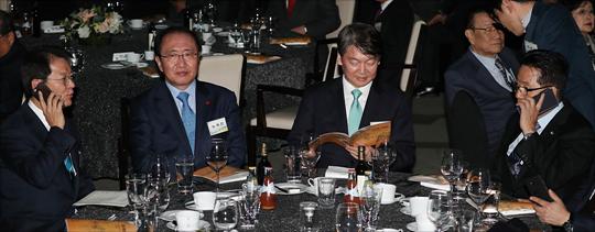 국민의당 천정배 의원과 박지원 전 대표가 7일 오후 서울 여의도 63컨벤션 그랜드볼룸에서 열린