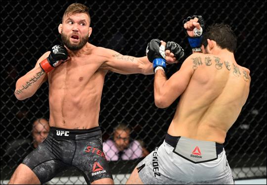 최두호를 상대로 2라운드 만에 TKO승을 거둔 제레미 스티븐스. ⓒ UFC 아시아