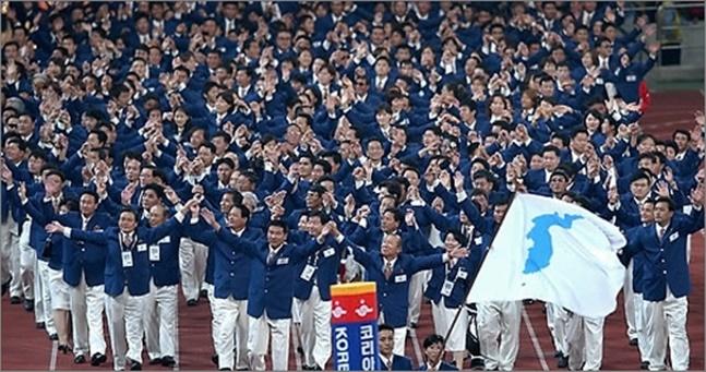 남북한이 2018 평창동계올림픽에 한반도기를 들고 공동 입장한다.(자료사진) ⓒ 연합뉴스