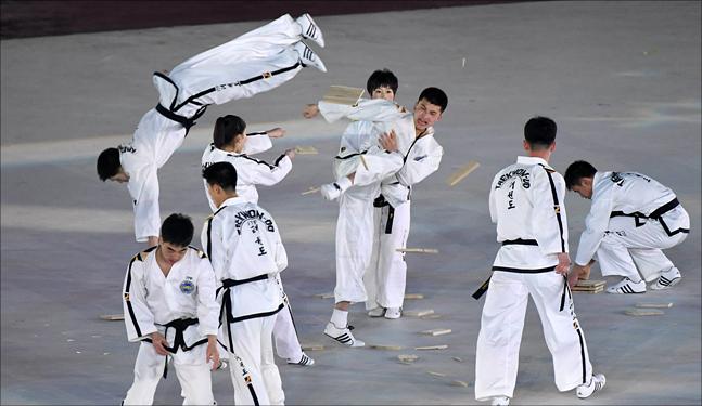 9일 강원도 평창 올림픽 스타디움에서 열린 2018 평창동계올림픽 개회식에서 대한민국 태권도시범단이 공연을 하고 있다.(자료사진) ⓒ2018평창사진공동취재단