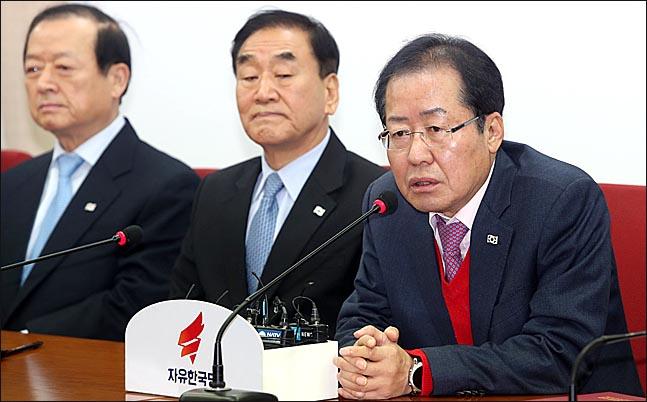 홍준표 자유한국당 대표가 12일 오전 서울 여의도 당사에서 열린