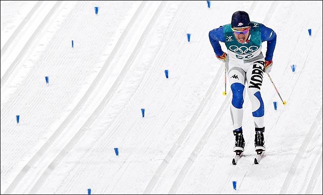 13일 오후 강원도 평창 알펜시아 크로스컨트리센터에서 열린 2018 평창동계올림픽 크로스컨트리 스키 남자 스프린트 클래식 예선에 출전한 김 마그너스가 역주를 펼치고 있다. ⓒ2018평창사진공동취재단