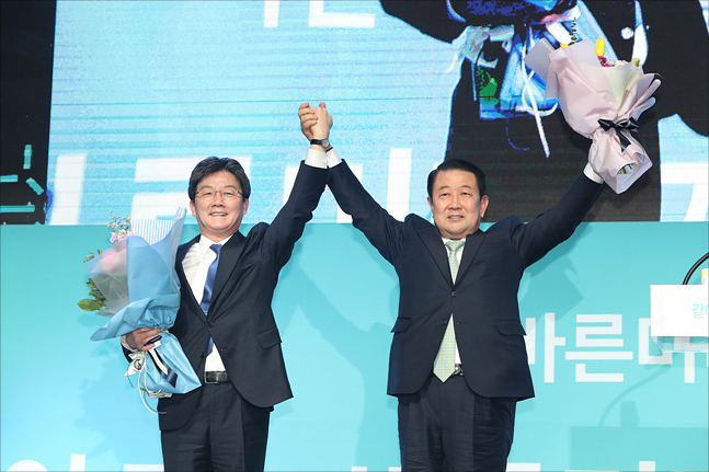 바른미래당 유승민·박주선 공동대표가 13일 오후 경기 일산 킨텍스에서 열린