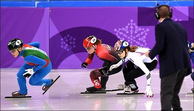 쇼트트랙 여자 500m 결승에서 맞붙고 있는 최민정과 킴 부탱. ⓒ 2018평창사진공동취재단