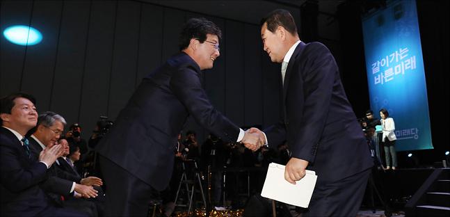 바른미래당 유승민, 박주선 공동대표가 13일 오후 일산 킨텍스에서 열린