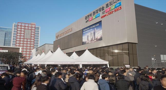 지난해 경기도 화성시 동탄2신도시에 분양한 '동탄역 롯데캐슬' 오피스텔은 평균 56대 1의 경쟁률을 기록했다.ⓒ롯데건설