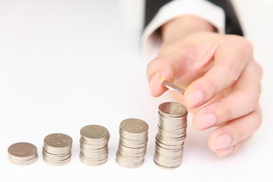 은행권이 예대마진 확대로 이익을 늘린다는 비판이 일자 예대율을 낮추는 차원의 예적금 특판상품을 잇달아 출시했다.ⓒ게티이미지뱅크