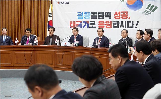 김성태 자유한국당 원내대표가 지난 19일 오전 국회에서 열린 원내대책회의에서 이야기하고 있다. (자료사진) ⓒ데일리안 박항구 기자