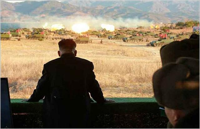 김정은 북한 노동당 위원장이 지난해 4월 포병부대를 현지지도하고 있는 모습. 노동신문 캡처