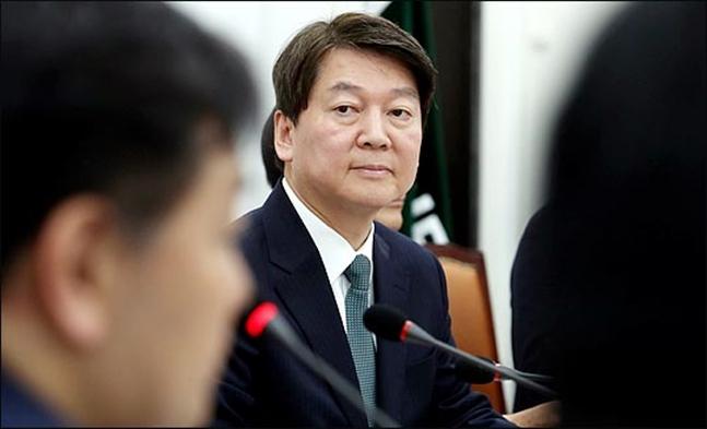 지난 1월5일 안철수 당시 국민의당 대표가 오전 국회에서 열린 최고위원회의에서 최고위원들의 발언을 듣고 있다.(자료사진) ⓒ데일리안 박항구 기자