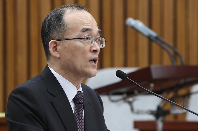 문무일 검찰총장이 13일 국회 본관에서 열린 국회 사법개혁특위 전체회의에서 여야 의원들의 질의에 답변하고 있다. ⓒ데일리안 홍금표 기자