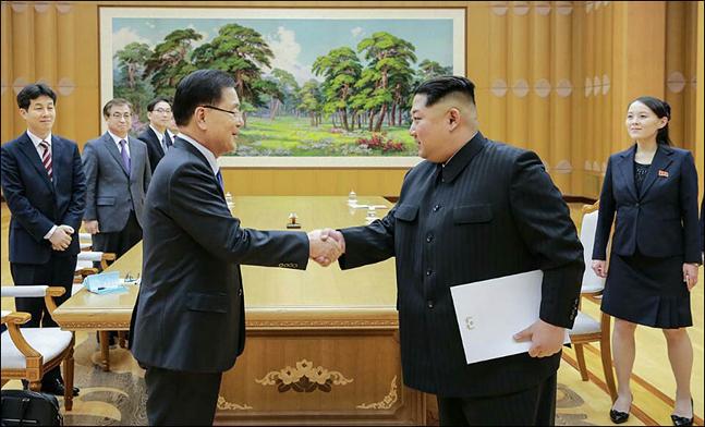 """북한은 대외적으로 비핵화 의지를 표명하는 등 이례적인 파격행보를 보이면서도, 미국 등 국제사회의 제재조치에 """"핵전쟁도발책동""""이라고 비난의 목소리를 높이고 있다. (자료사진) ⓒ청와대"""