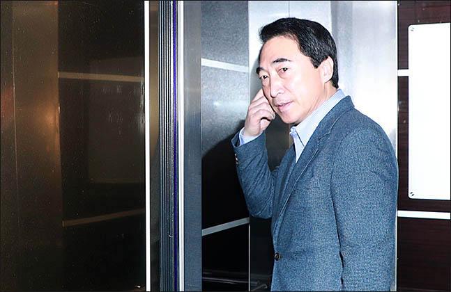 3월 12일 서울 영등포구 여의도 더불어민주당 당사에서 열린 공직선거후보자검증위원회에 박수현 전 청와대 대변인이 추가심사를 위해 출석하고 있다. ⓒ데일리안 류영주 기자