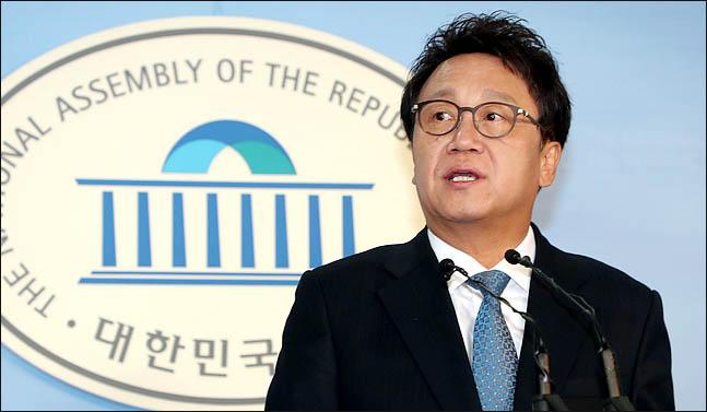 민병두 더불어민주당 의원이 3월 7일 국회 정론관에서 기자회견을 하고 있다. ⓒ데일리안 박항구 기자