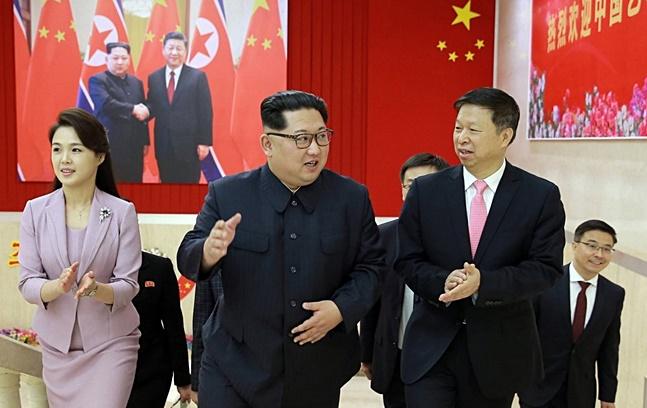 김정은 북한 국무위원장이 쑹타오(宋濤) 중국 공산당 대외연락부장을 만나 한반도 정세 전반을 논의하면서, 오는 남북·북미 정상회담에서 중국의 역할이 커질 것으로 보인다.(자료사진) ⓒ연합뉴스