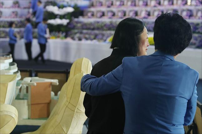 4.16 세월호 참사 4주기인 16일 경기도 안산시 정부합동분향소에서