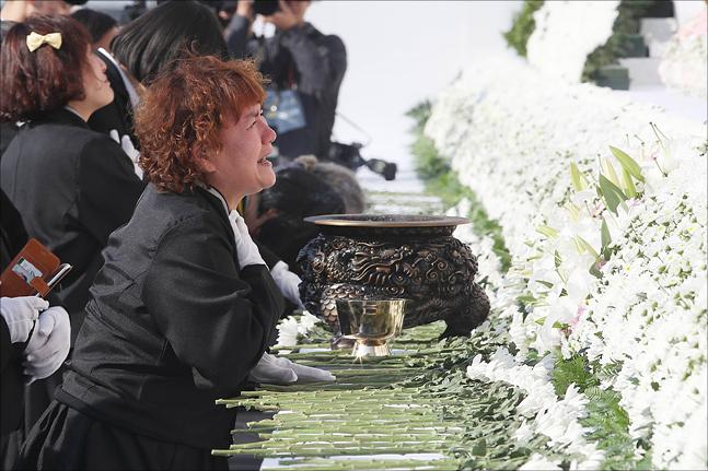 4.16 세월호 참사 4주기인 16일 경기 안산시 단원구 정부합동분향소에서 열린