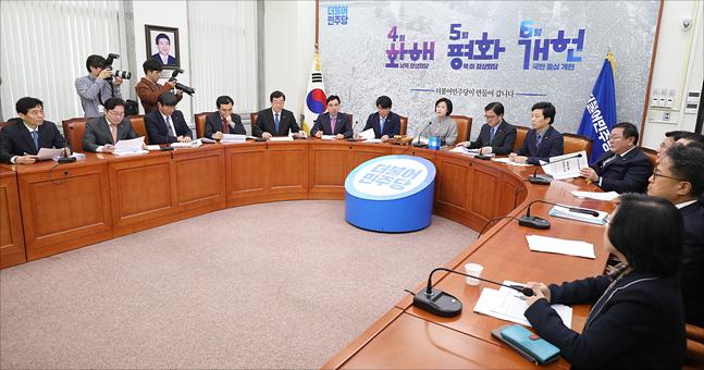 더불어민주당은 17일 김 전 원장의 사임을 계기로 국회의원들의 피감기관 지원 해외출장 실태 전수조사에 나서야 한다면서 태세 전환했다.(자료사진)ⓒ데일리안 홍금표 기자