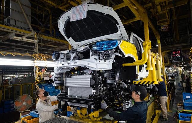 쌍용자동차 평택공장 조립 3라인에서 근로자들이 렉스턴스포츠 차체와 프레임을 조립하고 있다.ⓒ쌍용자동차