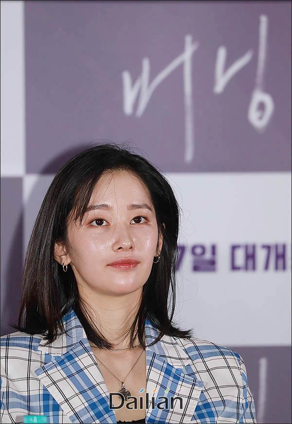 배우 전종서의 출국 모습이 논란에 휩싸였다. ⓒ 데일리안 류영주 기자<br />