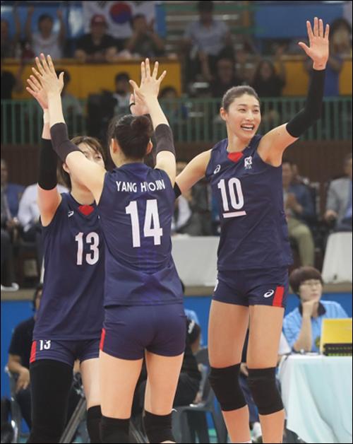 '김연경 의존증'에서 벗어난 여자배구가 세계 최강 중국에 완승을 거뒀다.(자료사진) ⓒ 연합뉴스