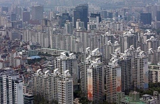 지방 주택시장의 구조조정이 가속을 내고 있다. 한 아파트 단지 밀집지역 모습.ⓒ연합뉴스