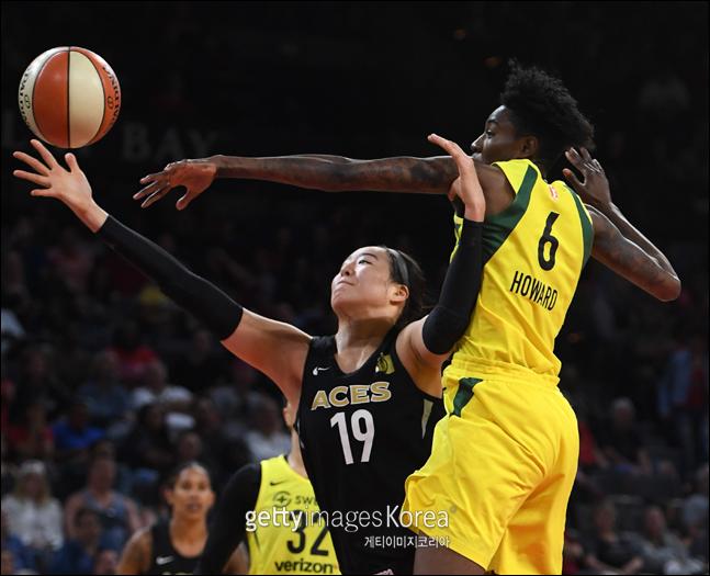 박지수가 WNBA 데뷔 이후 자신의 한 경기 최다 리바운드를 기록했다.(자료사진) ⓒ 게티이미지