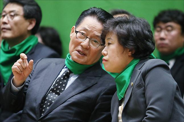 지난 2월 6일 오후 국회 의원회관에서 열린 민주평화당 창당대회에서 신임 대표로 선출된 조배숙 대표와 박지원 의원이 대화를 하고 있다.(자료사진) ⓒ데일리안 홍금표 기자