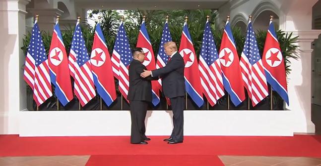 도널드 트럼프 대통령과 김정은 북한 국무위원장은 12일 싱가포르 센토사 섬 내 카펠라 호텔에서 북미정상회담을 열고
