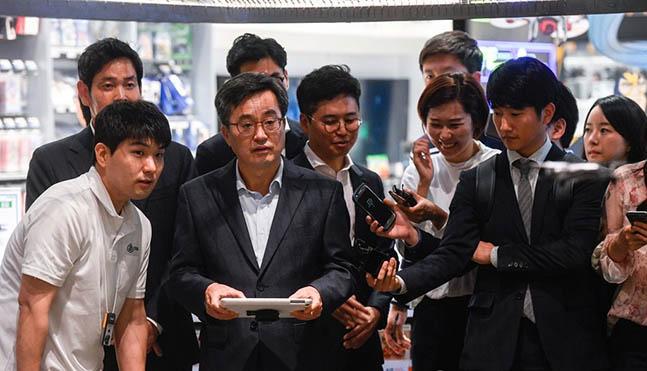 김동연 부총리 겸 기획재정부 장관이 지난 8일 오후 경기도 하남시 스타필드에서 열린