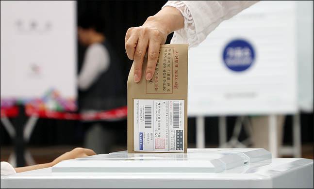6·13 지방선거 및 국회의원 재보선의 당선자는 개표 5~6시간 만인 13일 자정 안에는 윤곽을 드러낼 전망이다.ⓒ박항구 기자