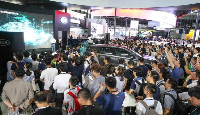 기아자동차가 중국 상하이 신국제엑스포센터에서 개막한 아시아 최대 전자제품박람회 'CES 아시아 2018'에서 프레스 컨퍼런스를 진행하고 있다.ⓒ기아자동차