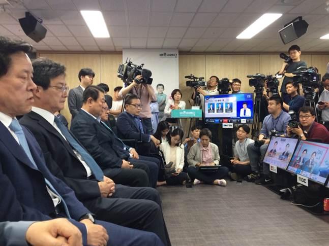 제7회 전국동시지방선거 출구조사 결과 바른미래당 안철수 서울시장 후보는 3등에 머물 것으로 예측됐다.ⓒ데일리안