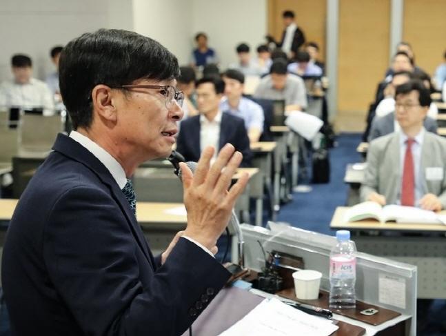 김상조 공정거래위원장이 19일 서울 중구 남대문로 대한상공회의소에서