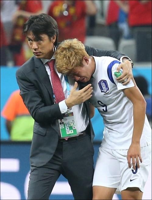 4년 전 브라질 월드컵 조별리그 3차전에서 벨기에에 패한 뒤 눈물을 쏟은 손흥민. ⓒ 연합뉴스
