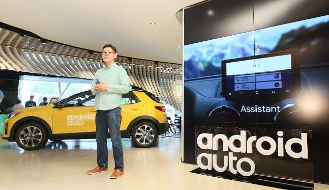 로렌스김 구글 안드로이드 리드 프로덕트 매니저가 12일 압구정동 '비트360'에서 열린 '안드로이드 오토' 출시 기자 간담회에서 서비스를 설명하고 있다. ⓒ구글코리아