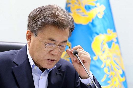 문재인 대통령의 국정운영 지지율이 최저치로 떨어졌다.(자료사진) ⓒ청와대