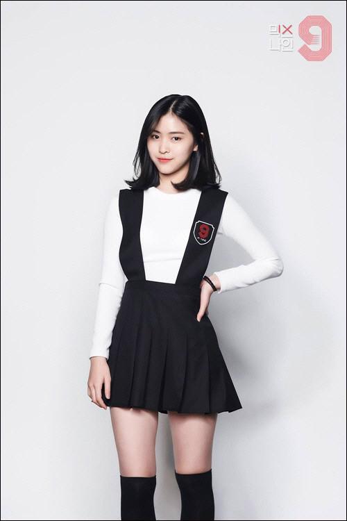 가수 전소미가 소속사 JYP엔터테인먼트와 전속 계약을 해지한 가운데 연습생 신류진에 대한 관심이 뜨겁다.ⓒJTBC