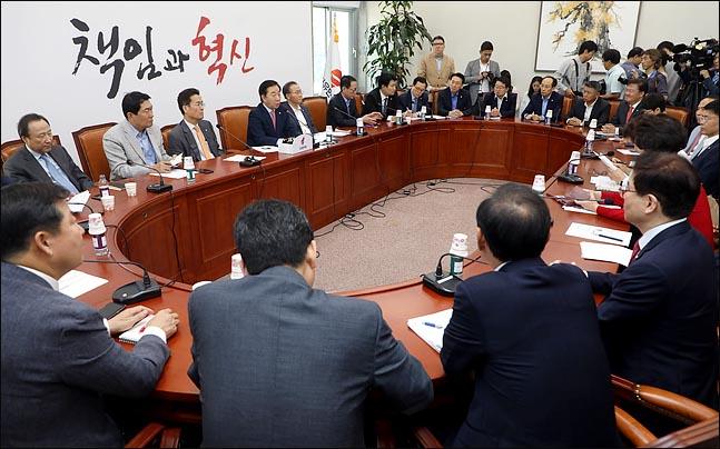 김성태 자유한국당 원내대표가 지난 12일 오전 국회에서 열린 원내대책회의에서 모두발언을 하고 있다. (자료사진) ⓒ데일리안 박항구 기자