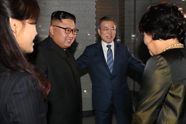 2018 남북정상회담 평양 이틀째인 19일 북한 대표 식당 중 하나인 평양 대동강구역