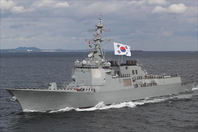 11일 제주도 서귀포시 제주해군기지 인근 해상에서 열린 2018 대한민국 해군 국제관함식 해상사열에서 율곡이이함이 사열을 하고 있다. ⓒ데일리안 홍금표 기자