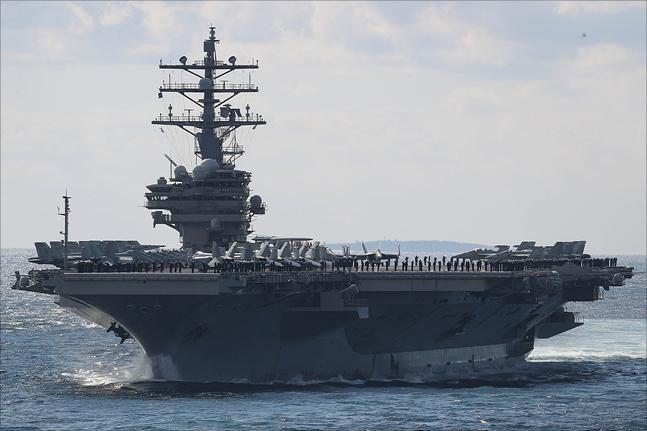 11일 제주도 서귀포시 제주해군기지 인근 해상에서 열린 2018 대한민국 해군 국제관함식 해상사열에서 미 항공모함