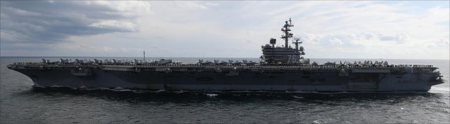 11일 제주도 서귀포 제주해군기지 인근 해상에서 열린 2018 대한민국 해군 국제관함식 해상사열에서 미 항공모함